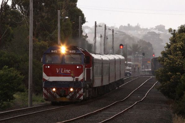 N472 leaves South Geelong on the down as the rain closes in