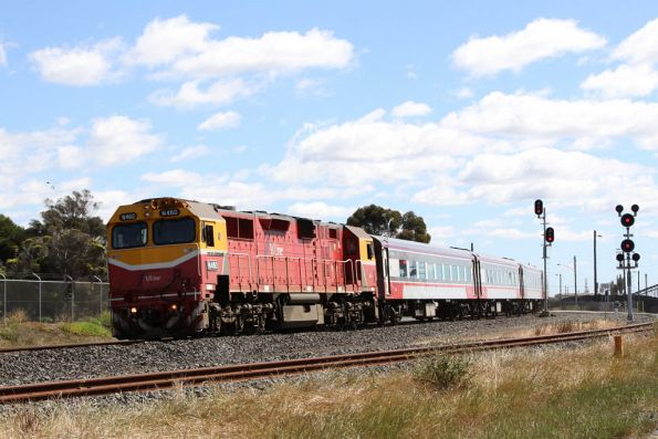 N460 leads a set of empty cars down to Geelong at North Shore