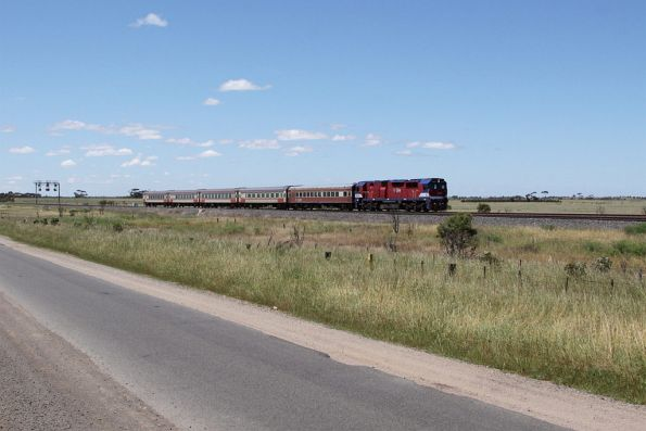 N465 leads a down train between Little River and Lara