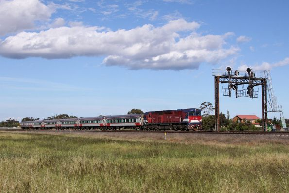 N473 leads a SN set on the down outside Werribee Racecourse