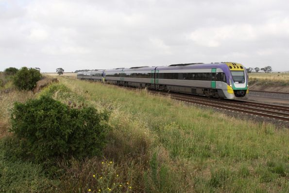 Pair of 3VL units on the up at Manor Loop