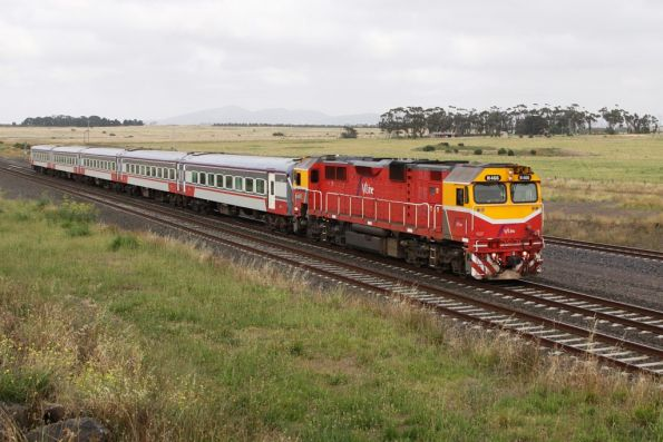 N466 leads a VN set past Manor Loop on the up