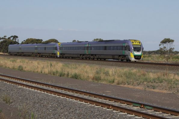 VL09 and classmate head for Geelong at Manor Junction
