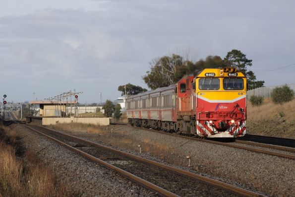 N462 departs Corio on the up with a VSH set