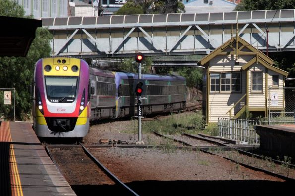 3VL48 and classmate arrive into Geelong station on an up service
