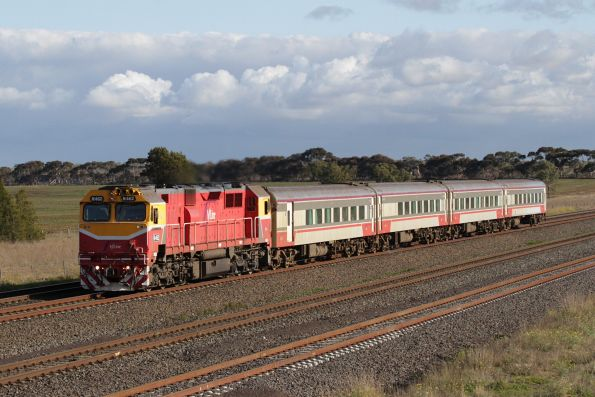 N462 on an up Warrnambool service passes Manor Loop bound for Melbourne via Werribee