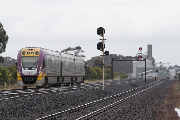 Solo VLocity 3VL58 on a down Geelong service approaches Lara
