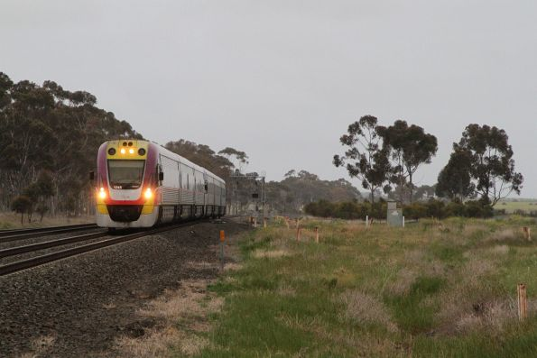 VLocity VL45 leads VL32 into Little River on the down
