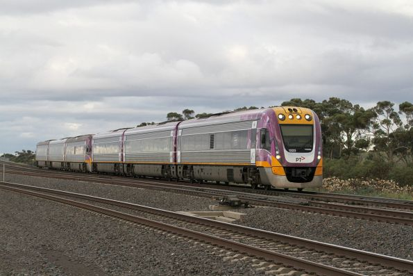 VLocity VL33 and VL16 on a down Geelong service at Manor Junction