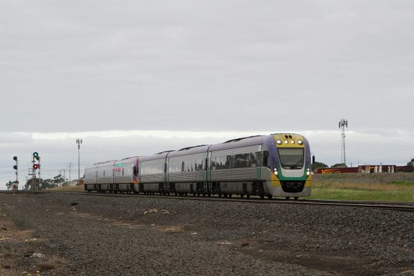 VLocity VL36 and classmate on the up at North Shore