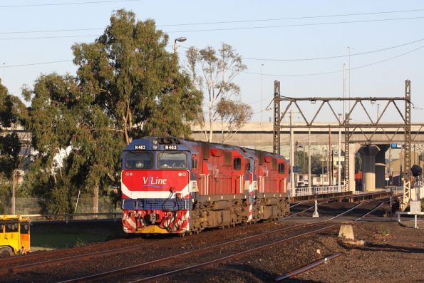 N463 and N475 depart South Dynon for the carriage yards