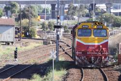 N468 heads from Southern Cross over to South Dynon