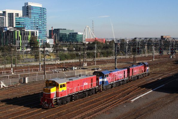 P11, P16 and P17 arrive light engine at Southern Cross from South Dynon