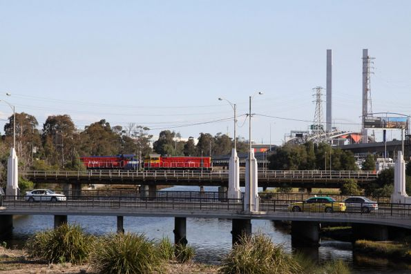 P18 and P11 cross Moonee Ponds Creek light engine, headed from South Dynon to Melbourne Yard where they will take out a push-pull set