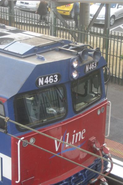 New radio antennas beneath the cab windows of N463