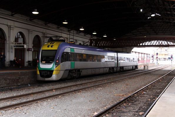 VL07 sits in platform 1 at Ballarat, to form the Ararat connection
