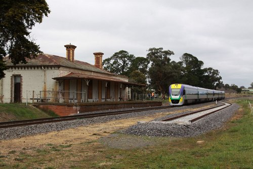 Rolling through the abandoned station at Clunes, the new works siding yet to be commissioned