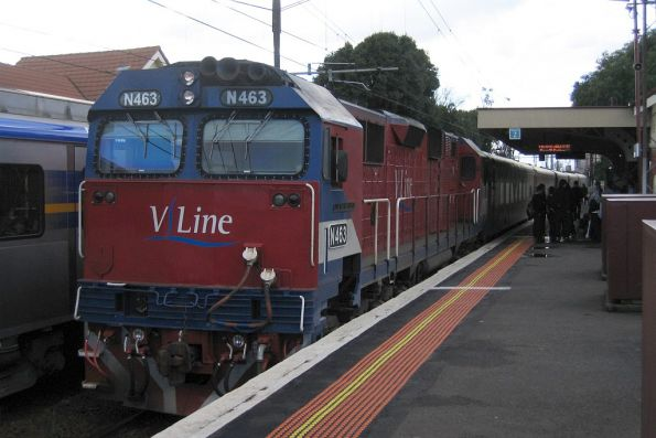 N463 at Newport station on a down Geelong V/line service
