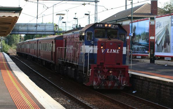P15 leads a push-pull H set through Footscray on the up