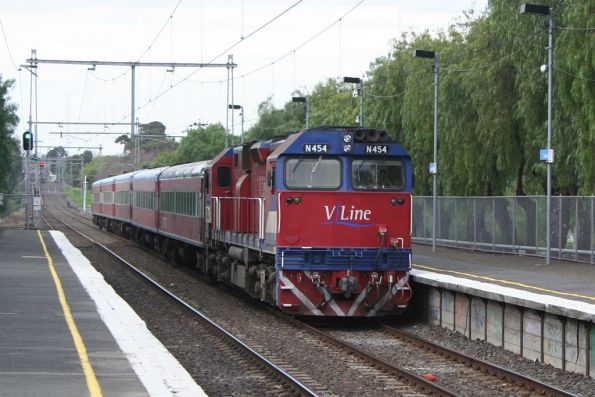 N454 on a down Geelong service at Seddon