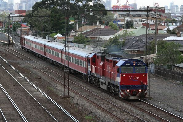 N465 with D van trailing, at Middle Footscray