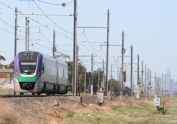 VLocity VL09 on an up Geelong service approaches Galvin