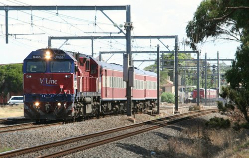 N465 on the up at Werribee, crossing the down V/Line