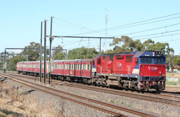 N464 on the down at Werribee