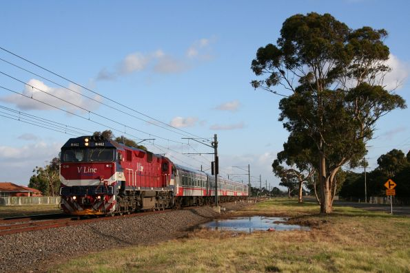 N462 leads a down Swan Hill train through Sydenham