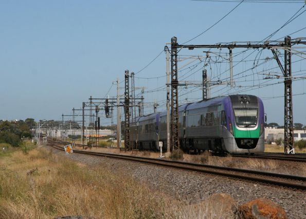 VLocity VL06 demonstrates how close two trains can get at Altona Junction