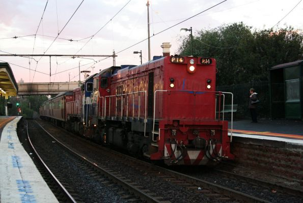 P14 and P13 head the return working of last nights Bacchus Marsh service into Footscray