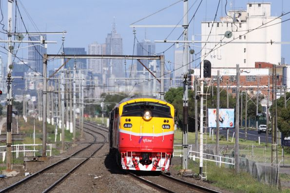 A66 finally gets another run, on a down Bacchus Marsh train at Tottenham