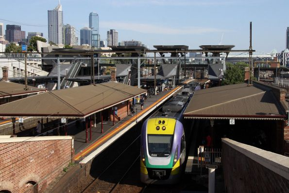 VLocity 3VL22 runs empty cars through North Melbourne