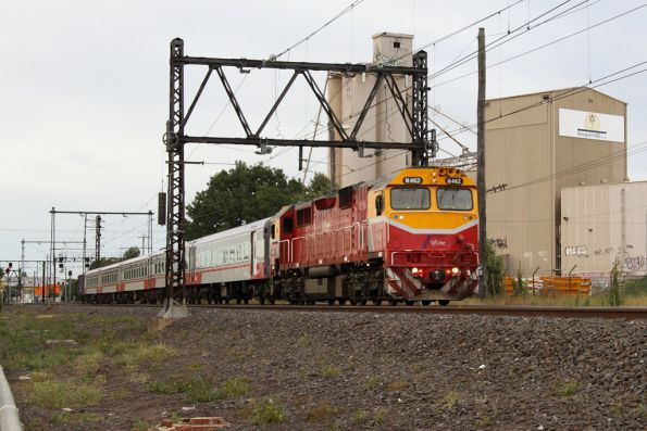 N462 leads an up Geelong pass out of Newport