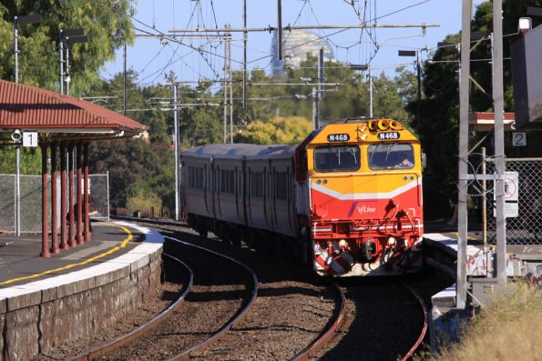 N468 leads a FSH set on a down commuter service