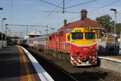 N462 with a SN set runs through Yarraville on the up Warrnambool
