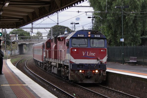 N458 arrives into Footscray on a down Warrnambool