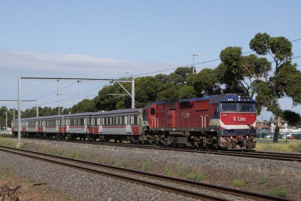 N471 leads a down Geelong train through Laverton: this time at line speed