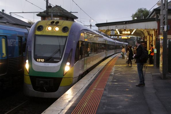 VLocity VL10 leads a classmate into Footscray on the down