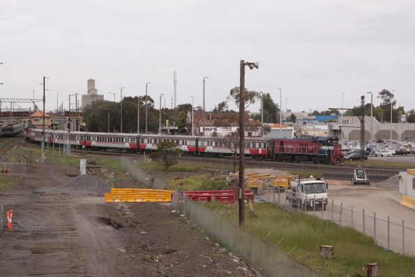 P17 leads P14 push-pull out of Sunshine on a VLH set to Bacchus Marsh