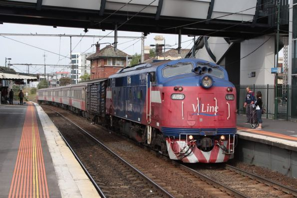 A62 arrives into Footscray with a down Bacchus Marsh train