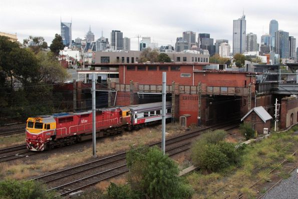 N462 departs North Melbourne on the down