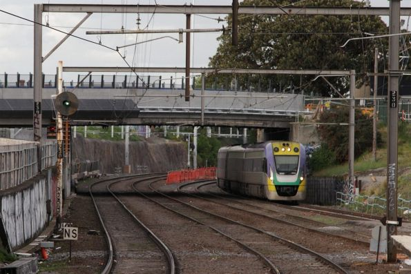Down Geelong train led by VLocity 3VL24 arrives into Footscray station