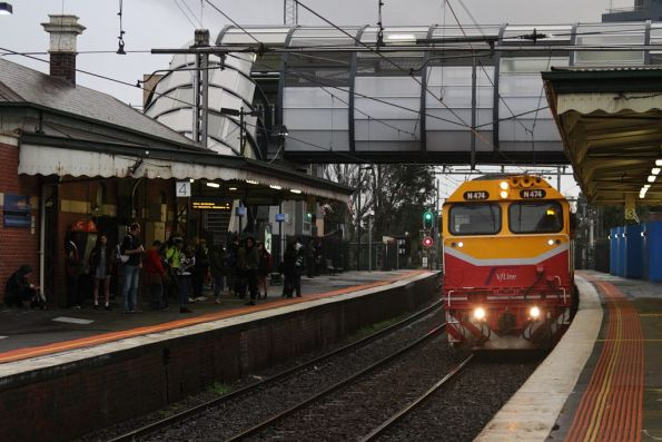 N474 arrives into Footscray with an up Geelong service