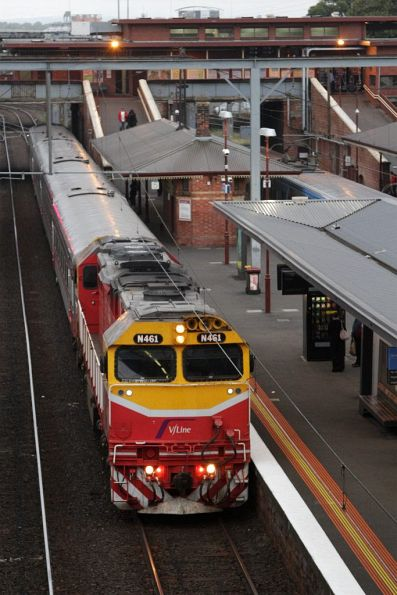 N461 arrives into North Melbourne station on the up