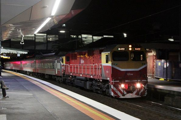 N452 leads an up Geelong service into Footscray station