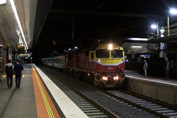 N457 leads the down Swan Hill service through Footscray station