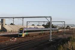 VLocity from Bendigo uses the suburban tracks at the city end of Sunshine