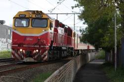 N457 leads the up Shepparton service out of Essendon