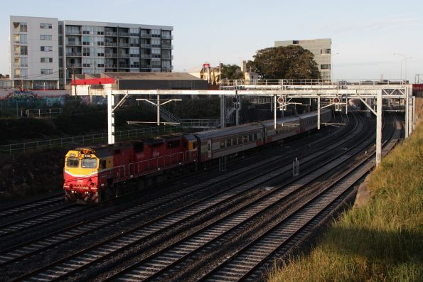 N458 leads the up Warrnambool service along the suburban tracks at Footscray